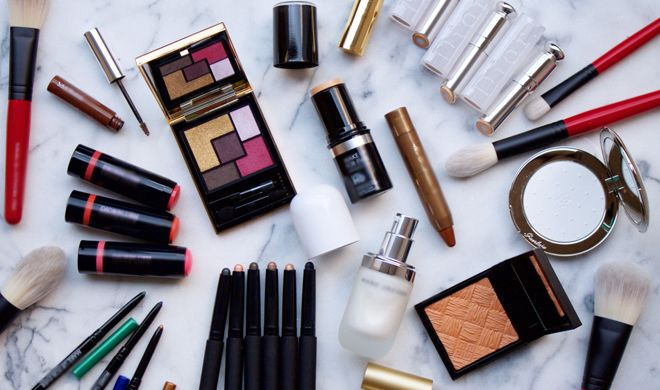 4 Makeup Products That Every Girl Should Carry