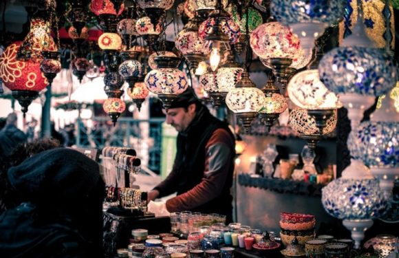 Must have Souvenir Items in your Shopping List