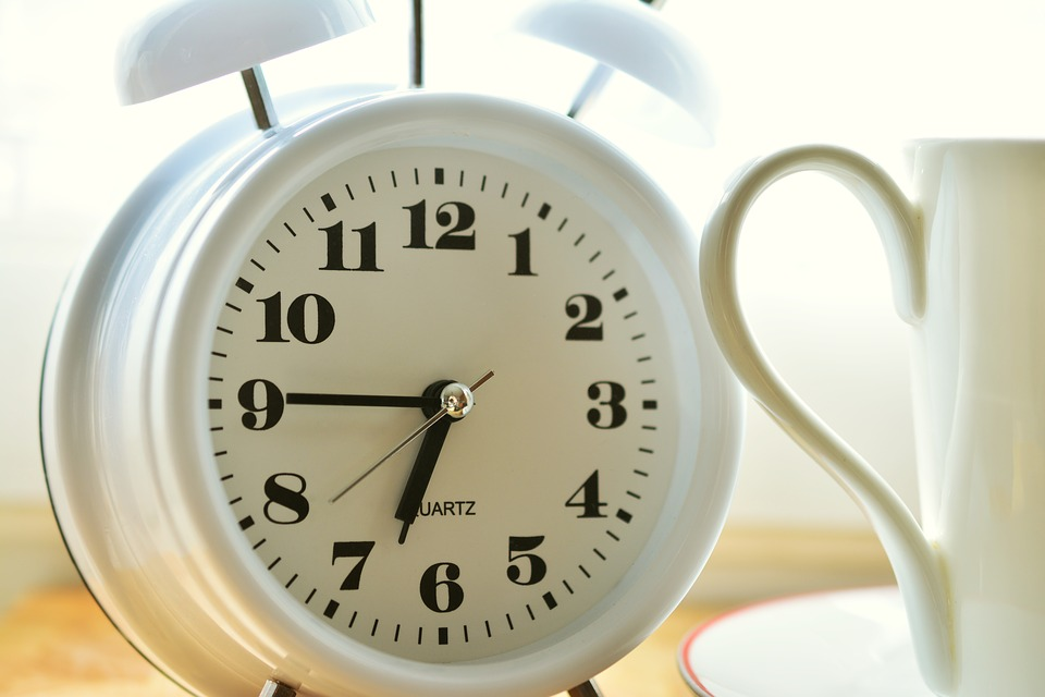 An alarm clock symbolizing the right time to plan a last minute move.